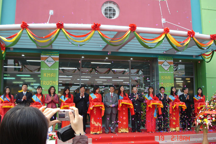 Khai trương siêu thị số 2 Ngô Xuân Quảng
