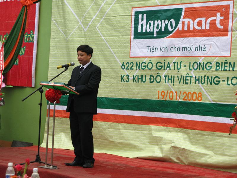 Ông Vũ Minh Tuấn Lên phát biểu khai trương ST Ngô Gia Tự